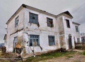 изображение разрушающегося дома